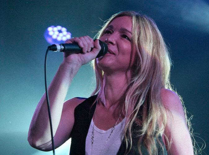 En tournée en Chine, Hélène Rollès fait mieux que Robbie Williams et Maroon 5 !