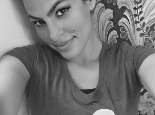 Eva Mendes : elle dévoile son tout premier selfie, et c'est pour la bonne cause !