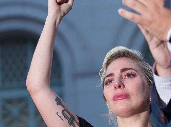Fusillade d'Orlando : Lady Gaga en larmes : son bouleversant discours dans la rue...