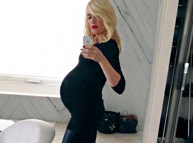 Gwen Stefani : trop stylée et trop fière de son gros ventre rond !