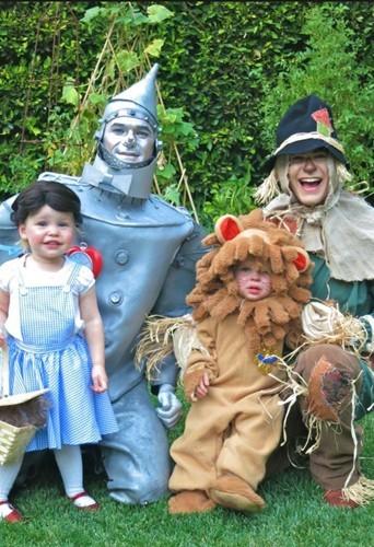 Halloween 2012 : Neil Patrick Harris s'est déguisé...  avec toute sa petite famille !
