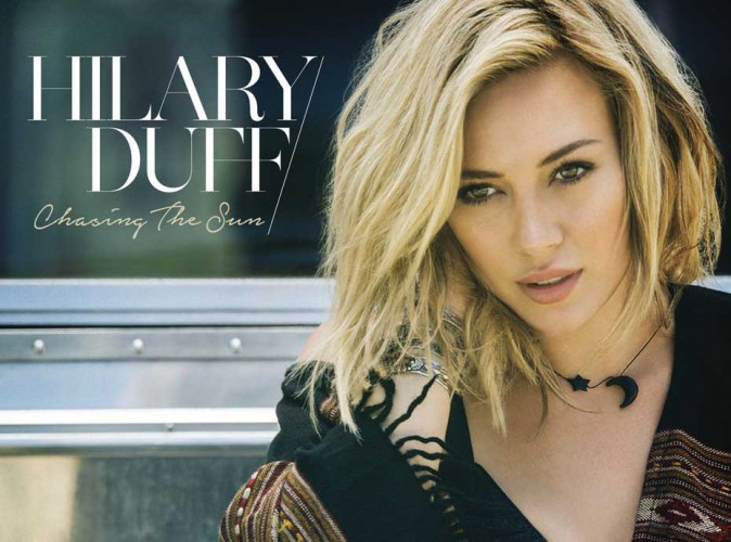 "Hilary Duff : elle signe son come-back musical avec ""Chasing the Sun"" !"
