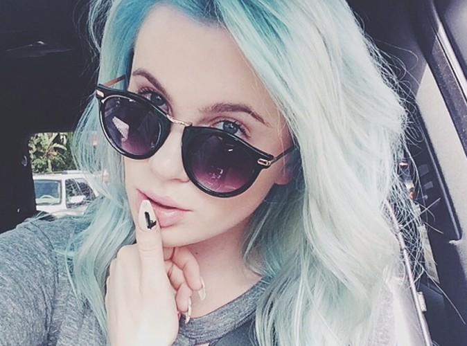 Ireland Baldwin : fini la chevelure violette, désormais elle voit la vie en bleu !