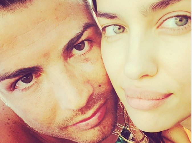 Irina Shayk : elle poste un selfie sexy avec son chéri Cristiano Ronaldo au soleil !