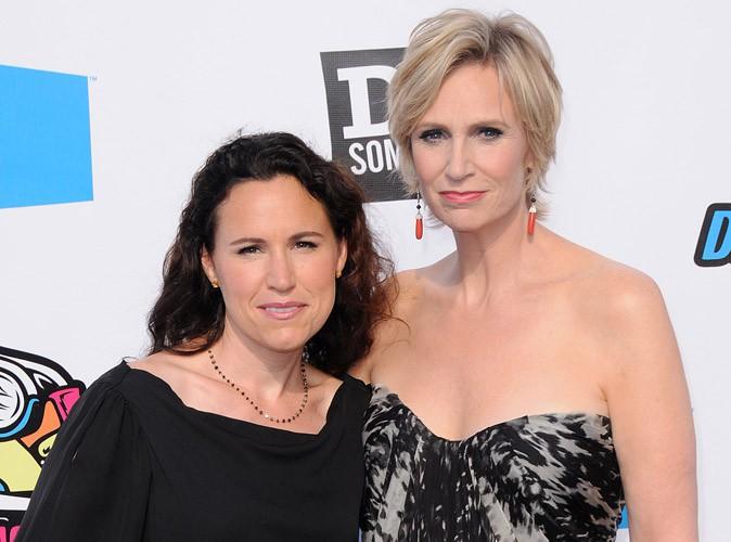 Jane Lynch : son divorce avec Lara Embry a été finalisé !