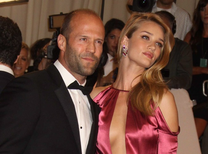 Jason Statham : il vend sa garçonnière pour emménager avec Rosie Huntington-Whitely !