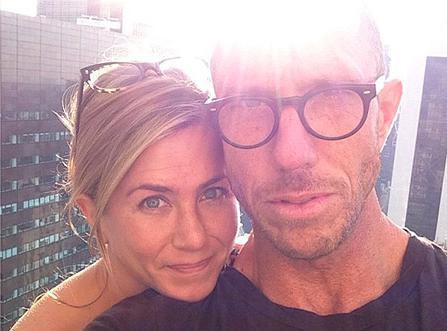 Jennifer Aniston : l'actrice ne confirme toujours pas les rumeurs de grossesse mais s'affiche rayonnante sans maquillage !