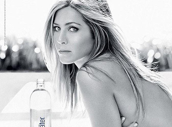 Jennifer Aniston : topless et sexy pour nous vendre une bouteille d'eau !