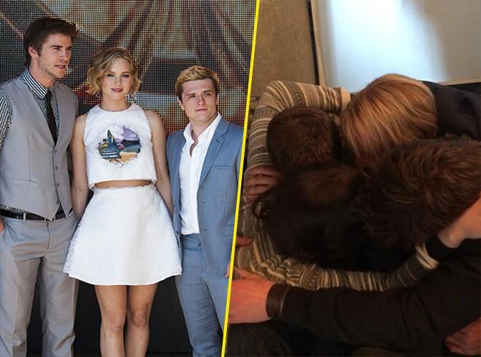 Jennifer Lawrence : câlin collectif avec ses co-stars pour fêter le bouclage d'Hunger Games !