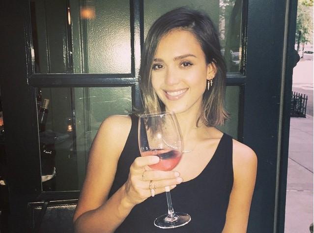 Jessica Alba : Avec sa compagnie, les femmes seront d�sormais bien prot�g�es...