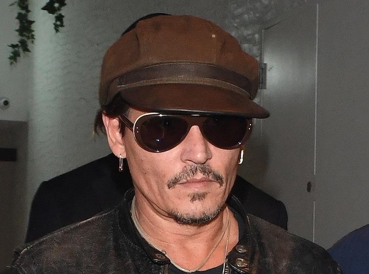 Johnny Depp : Il se ruine pour acheter... le canapé des Kardashian !