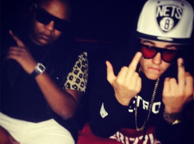 Justin Bieber : visiblement bien remonté, il fait un doigt d'honneur à ses détracteurs !