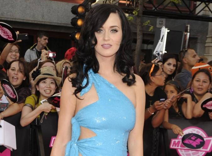 Katy Perry complexée par ses seins !