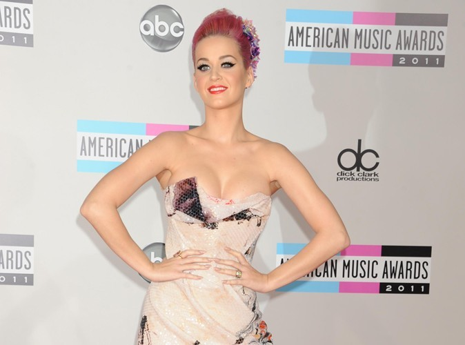 Katy Perry : elle arrête de suivre Russell Brand sur Twitter !