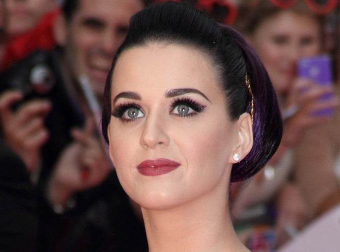 """Katy Perry : """"Je flirte mais je n'ai pas de relation sérieuse…"""""""