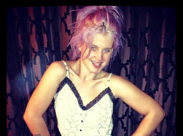 Kelly Osbourne sans maquillage et prête à aller se coucher... !