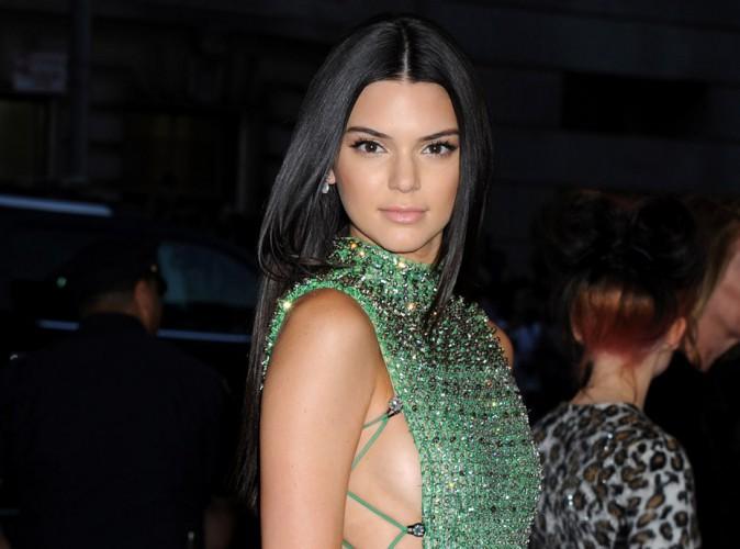 Kendall Jenner a-t-elle retouché sa poitrine ? La rumeur enfle !