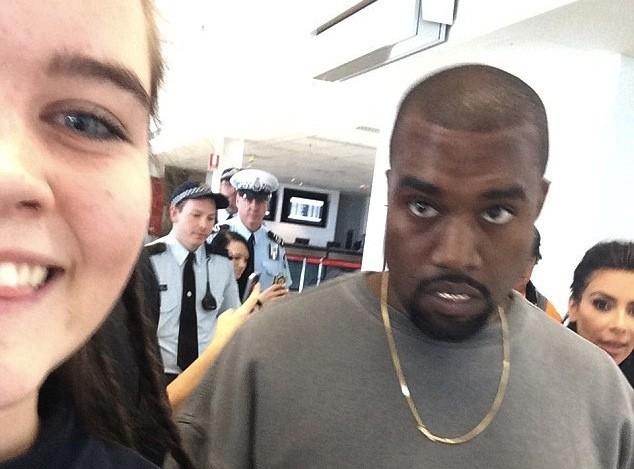 """Kim Kardashian : elle """"photobombe"""" le cliché de Kanye West pris par une fan !"""