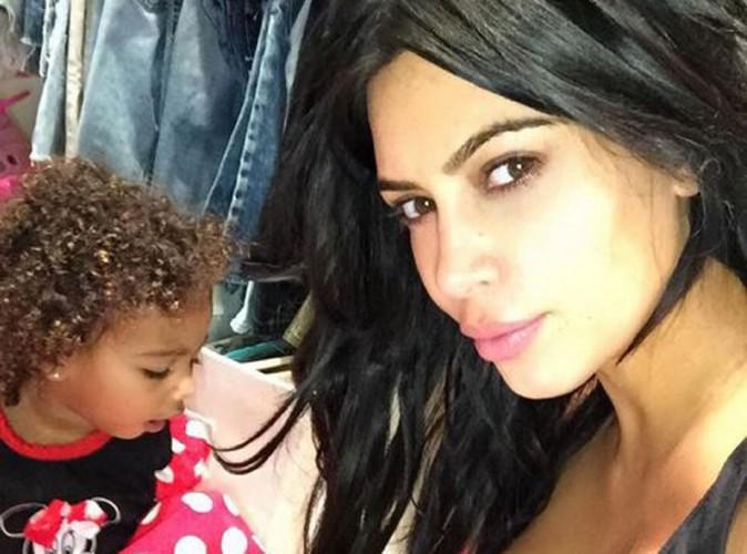 Kim Kardashian : épuisée, North se prend déjà pour une princesse !