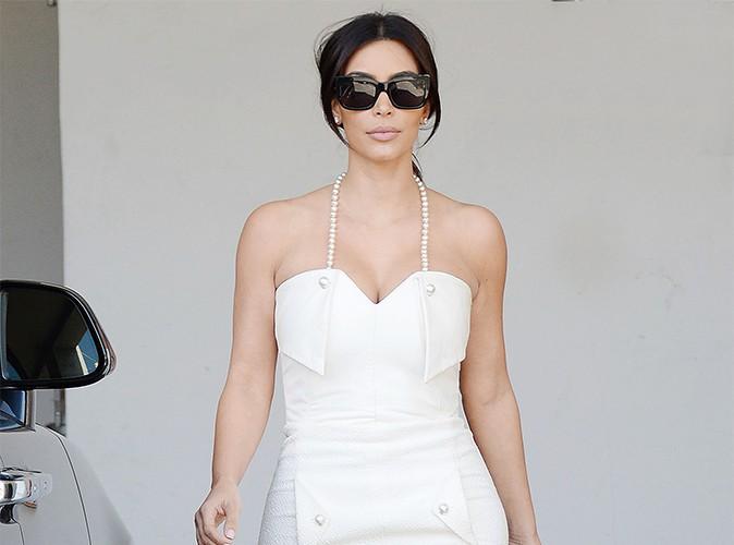 Kim Kardashian : trop fière de ses abdos… elle dévoile sa nouvelle silhouette !