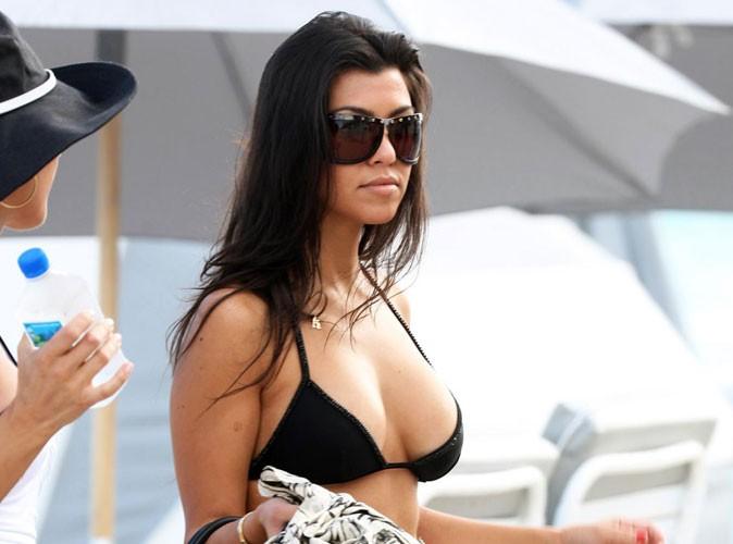 Kourtney Kardashian : elle en a marre de ses faux seins