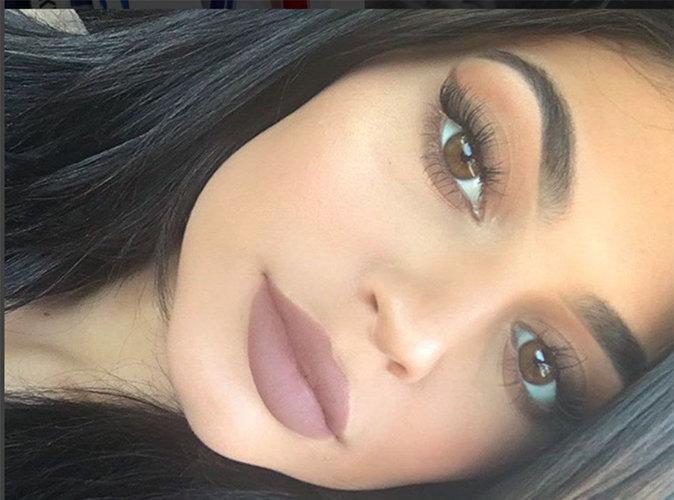 Kylie Jenner répond aux critiques sur sa marque de rouge à lèvres