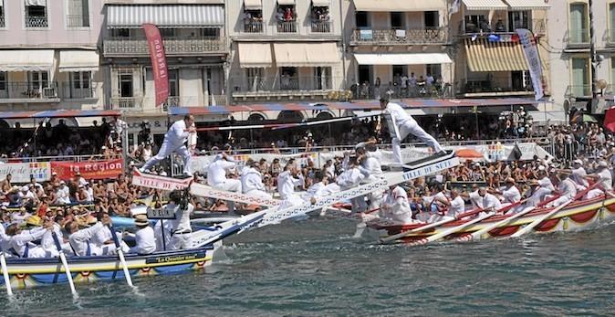 Les Fêtes de la Saint-Louis, à Sète, sont célèbres pour leurs joutes nautiques