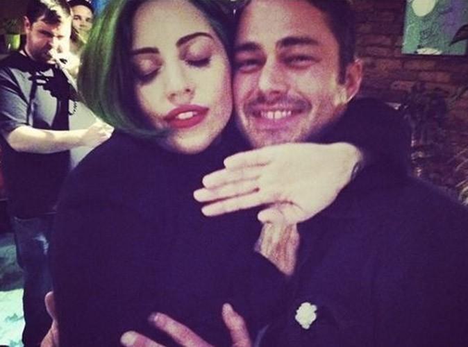 Lady Gaga : amoureuse, elle rejoint Taylor Kinney sur le tournage de la série Chicago Fire !