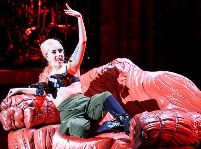 Lady Gaga : blessée et incapable de marcher, elle reporte plusieurs dates de sa tournée !