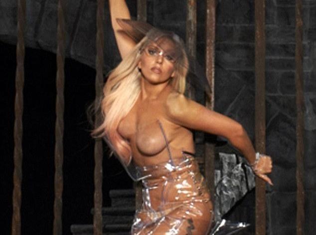 Lady Gaga : elle mise encore sur la provoc' et s'affiche presque nue pour la promo de sa tournée !