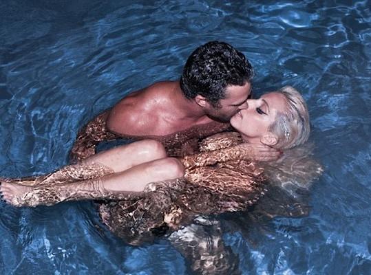 Lady Gaga : nue avec son homme !