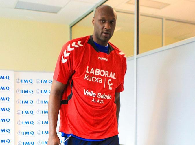 Lamar Odom : avec son alliance à la main, il quitte Los Angeles pour poursuivre sa carrière de basketteur en Espagne !