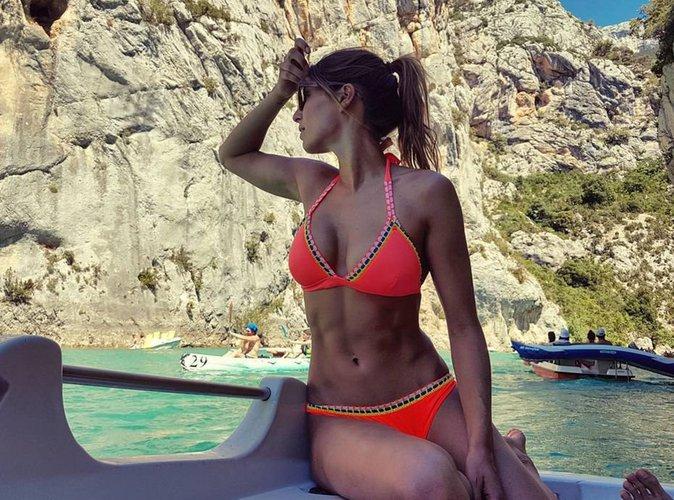 Laury Thilleman : à tomber en bikini, elle met tout le monde d'accord!