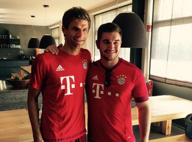 Le footballeur Thomas Müller a fait un joli cadeau au héros du Thalys qui portait son maillot