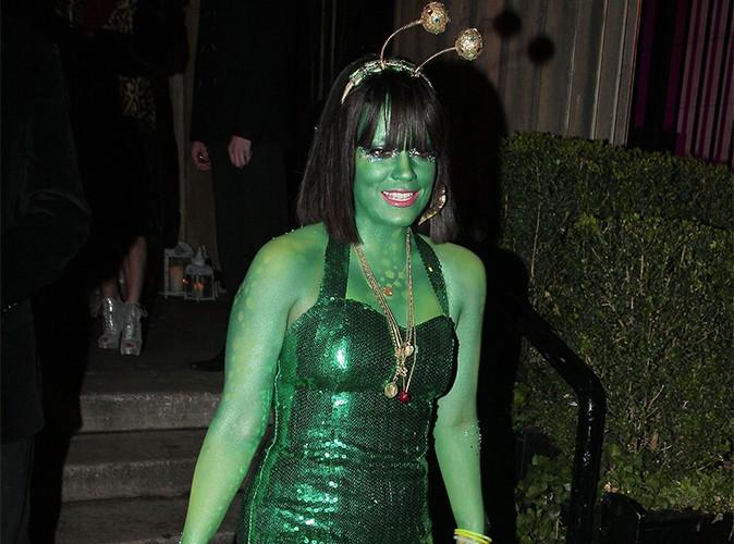 Lily Allen : elle fait une réaction allergique à son costume d'Halloween et souffre d'urticaire !