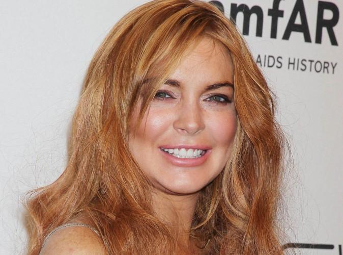 Lindsay Lohan : bisou à pleine bouche avec son nouveau chéri Avi Snow dans un nightclub de L.A. !