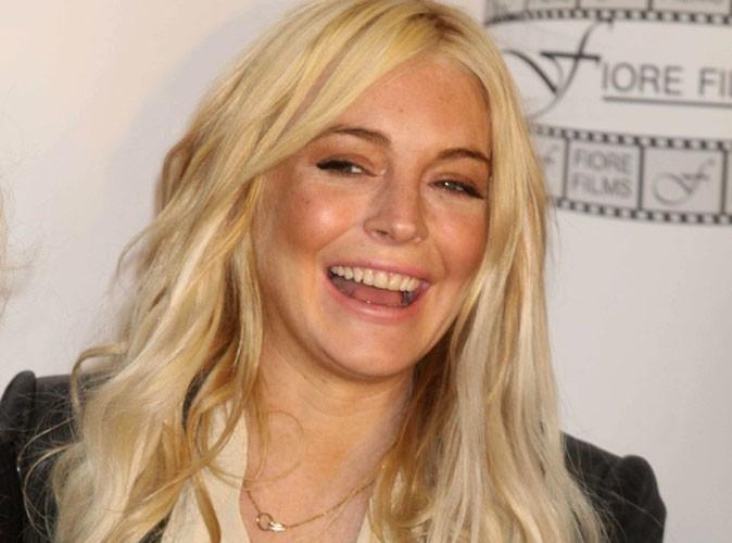 Lindsay Lohan paye sa dette sans soutien gorge !