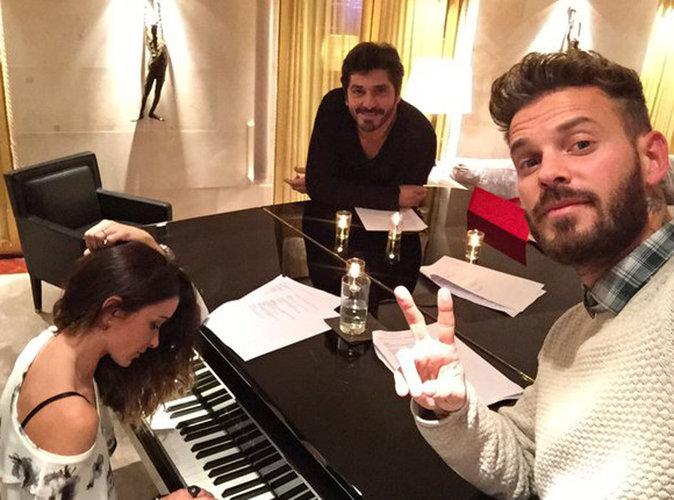 M. Pokora et Jenifer autour d'un piano, prêts pour The Voice Kids 3 !