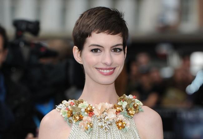 Anne Hathaway est une femme mariée !