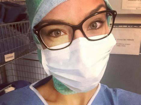 Marine Lorphelin : selfie au bloc opératoire !