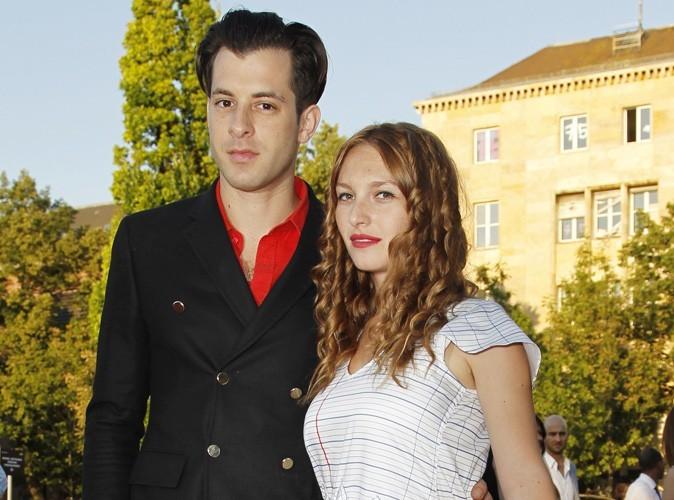 Mark Ronson : le producteur a épousé la frenchie Joséphine de la Baume !