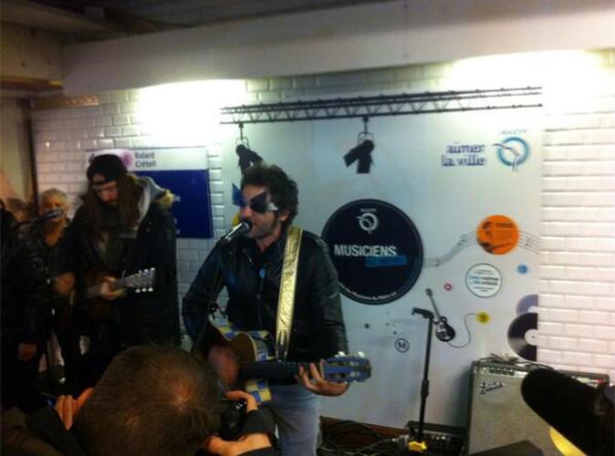 Matthieu Chedid : il se donne en concert dans les couloirs du métro alors que le tireur fou court toujours !