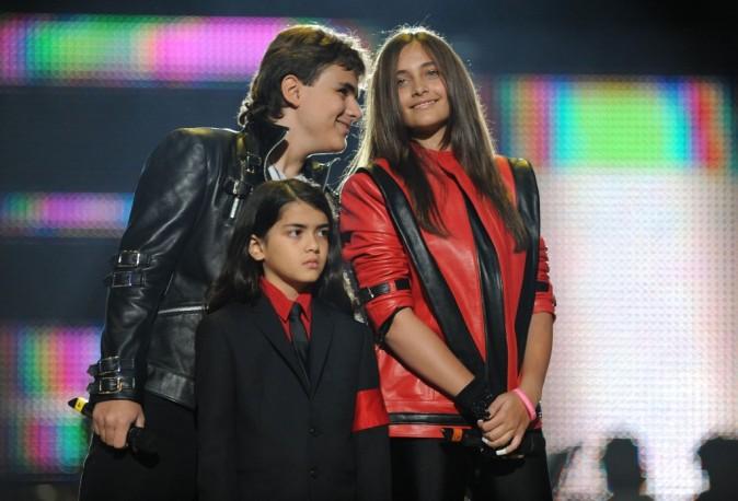 Michael Jackson : sa famille réunie sur le plateau du X-Factor US pour un hommage endiablé !