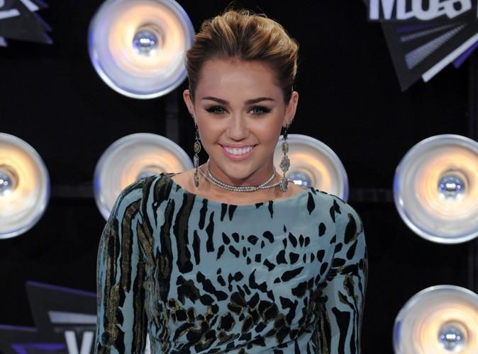 Miley Cyrus : à fond dans l'herbe !
