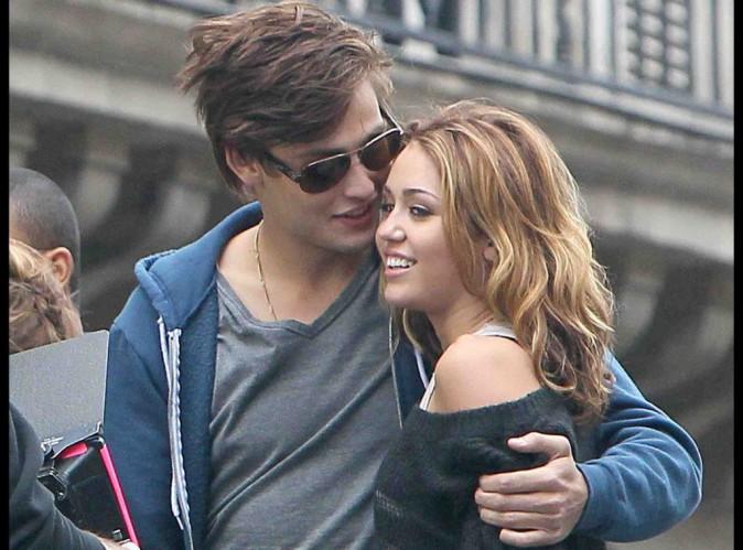 """Miley Cyrus : elle se rapproche dangereusement de celui qui a été son premier amour dans """"LOL USA"""" !"""