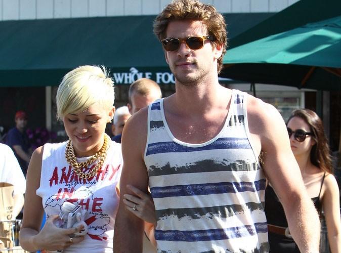 Miley Cyrus et Liam Hemsworth ont rétabli le dialogue, mais Liam reste en Australie !