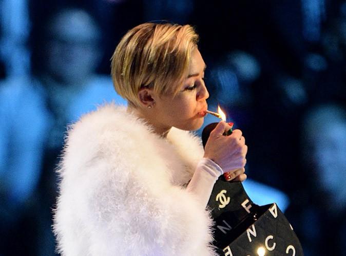 """Miley Cyrus : le joint sur scène ? """"Je savais que mes fans adoreraient"""" !"""
