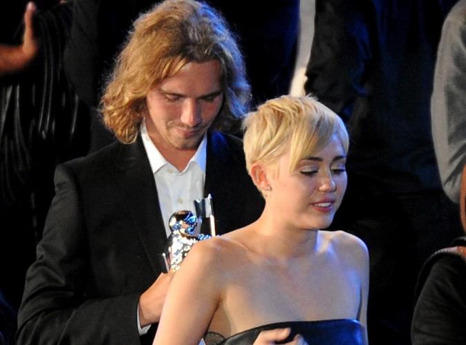Miley Cyrus : recherché par la police, son ami sans-abri s'est rendu !