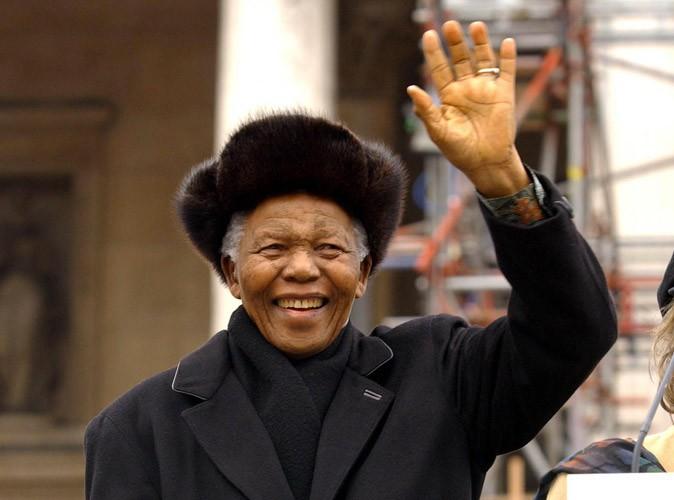 Mort de Nelson Mandela : célébrités, politiques, anonymes, le monde entier lui rend hommage !