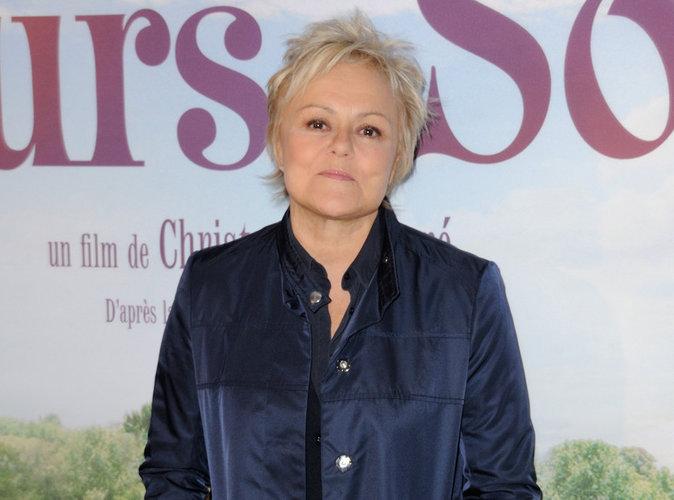 """Muriel Robin : hospitalisée d'urgence après un """"malaise"""" sur scène..."""
